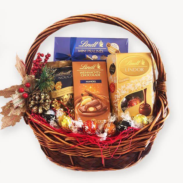 подаръчна кошница с Lindt шоколад канела и бадем