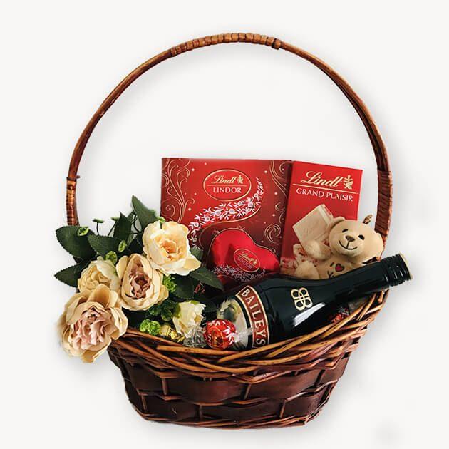 Подаръчна Кошница за Свети Валентин - 127