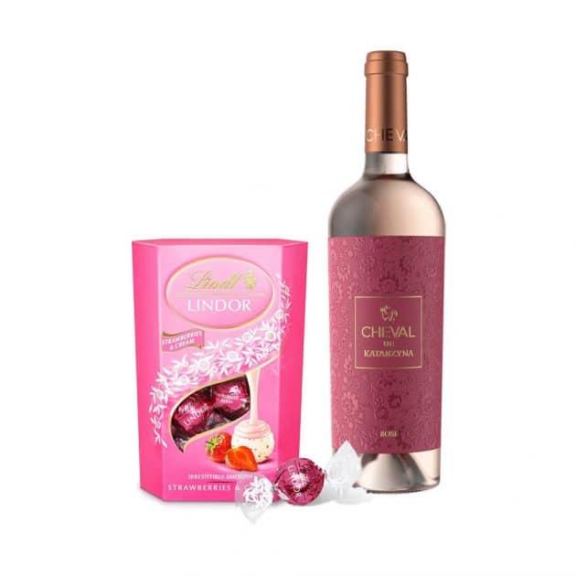 podarachen-komplekt-vino-katardzina-rose-s-bonboni-qgoda-i-smetana-lindt-lindor